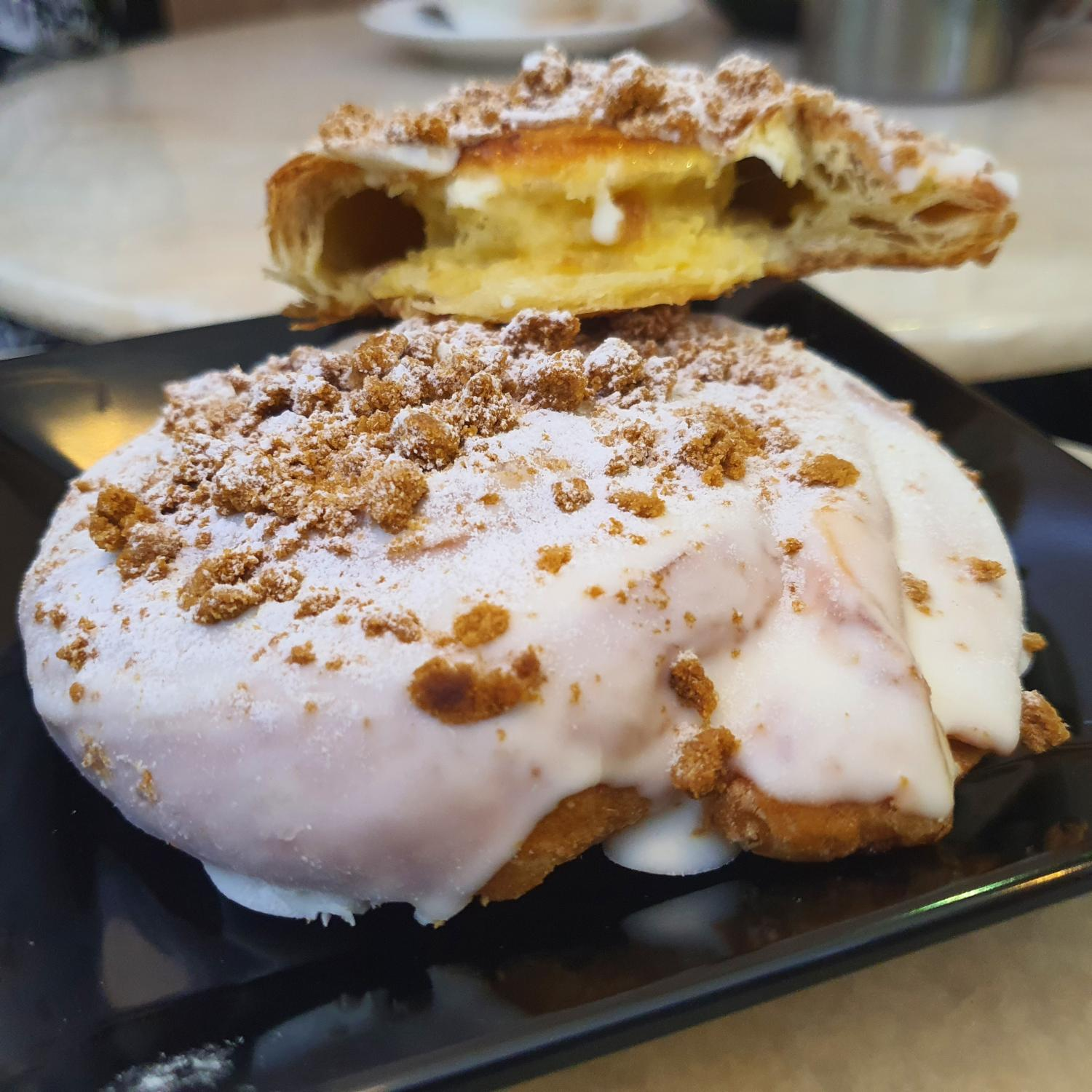 Speculoos Crumble Croissant