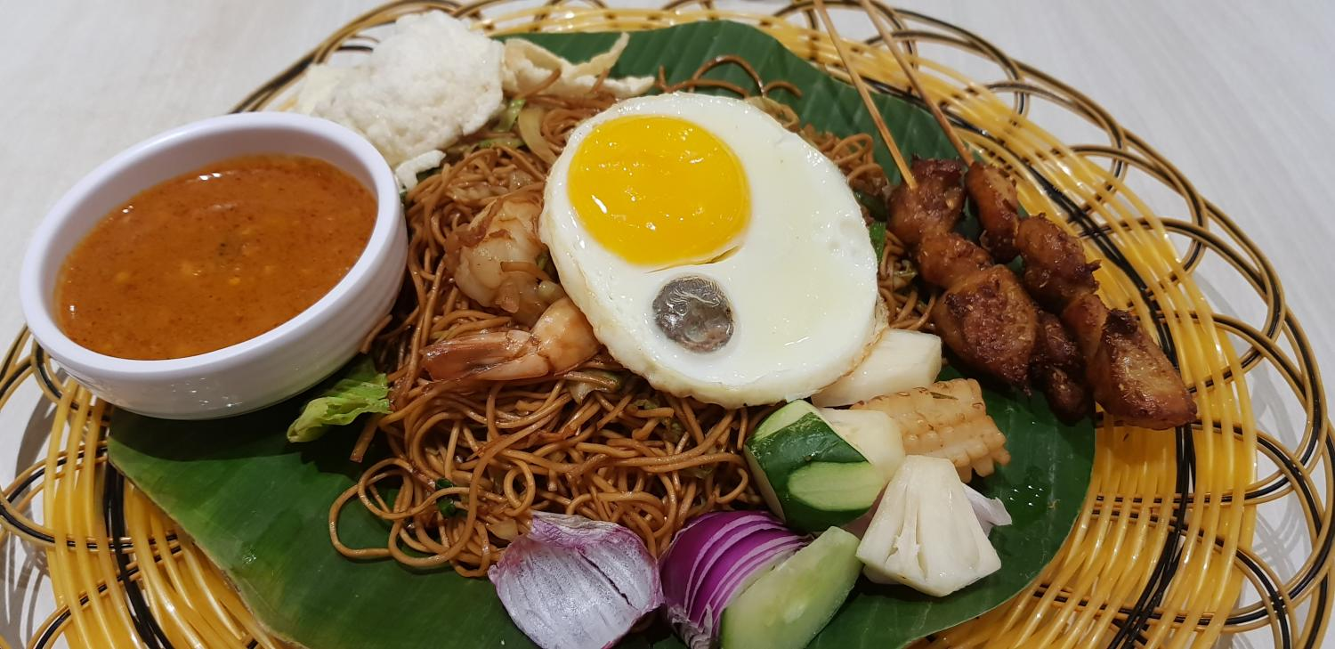 Mee Goreng with Satay